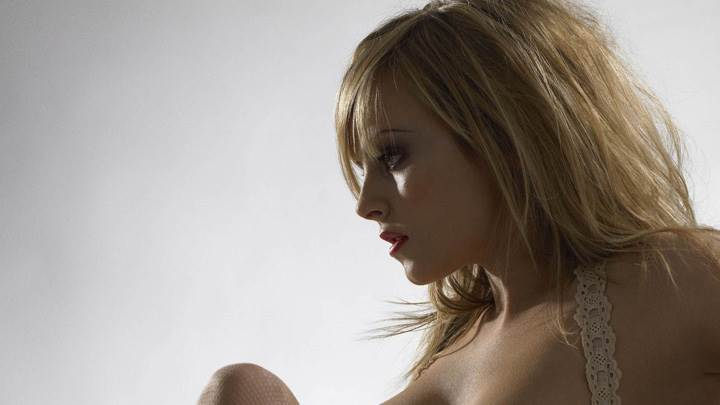 Tina O'Brien Side Face Pose N Red Lips
